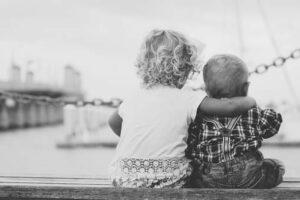 Alltag mit zwei Kindern mit geringem Altersunterschied