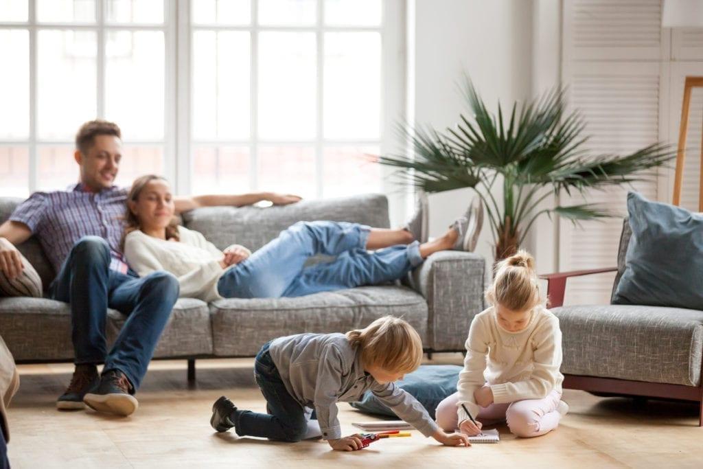 Wie-überstehst-du-als-Mutter-die-Corona-Quarantäne-mit-deiner-gestresste-Familie-Update-eine-entspannte-Familie-in-die-corona-Quarantäne-scaled.jpg