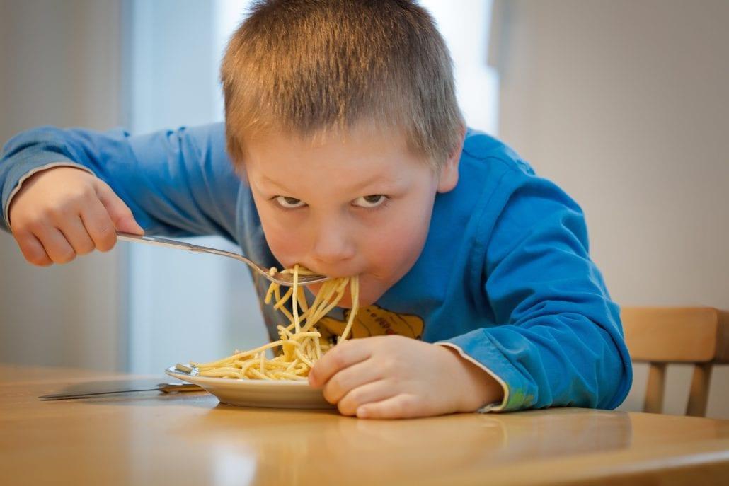 Dein Kind hört nicht und Provoziert nur - 4 Methoden wirklich helfen - Kind Essen